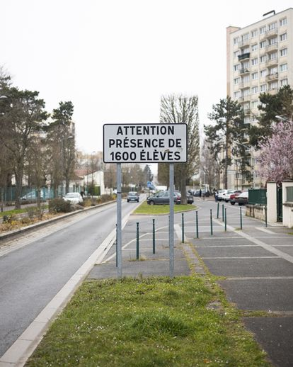Cartel del instituto Camille Pissarro, en Pontoise (norte de París).