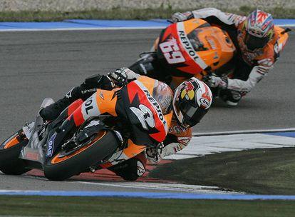 Dani Pedrosa, por delante de Nicky Hayden en la carrera del pasado sábado en Assen.