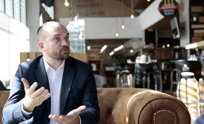 François Derbaix en el restaurante Obico durante la entrevista.