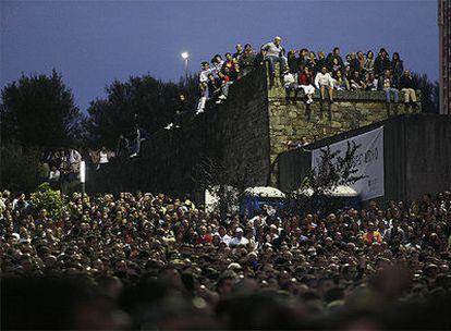 Muchos asistentes denuncian que se dejó de pedir la entrada y entró gente sin pagar.