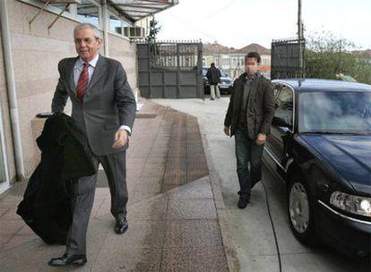 El presidente saliente de la Xunta, Emilio Pérez Touriño, cuyo coche generó polémica, al día siguiente de su derrota electoral.