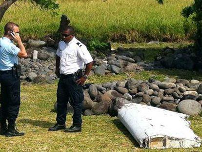 Restos de avión hallados en la isla de La Reunión (Francia), el 29 de julio de 2015.