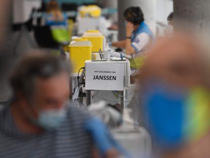 Vacunación con Janssen, el pasado mayo en el Wizink Center de Madrid.