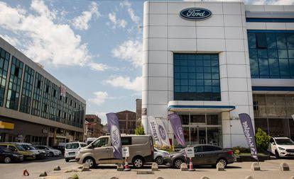 Un concesionario de Ford en Turquía, país donde la empresa quiere concentrar su producción de vehículos comerciales.