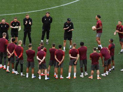 Klopp arenga a sus jugadores en el Metropolitano. En vídeo, las claves de la final de la Champions.
