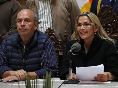 Arturo Murillo junto a la expresidenta de Bolivia, Jeanine Áñez, en una imagen del 23 de noviembre de 2019 en La Paz.