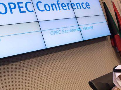 El ministro saudí de Energía, Jalid al Falih, en la reunión de la OPEP del jueves en Viena.