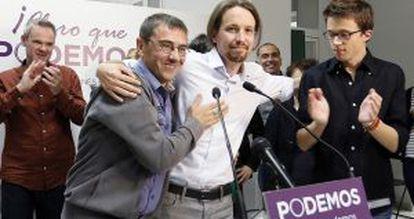 De izquierda a derecha, Juan Carlos Monedero, Pablo Iglesias e Íñigo Errejón, candidatos de Podemos, el pasado mayo.