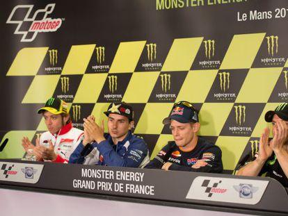 Stoner, acompañado de Valentino Rossi, Jorge Lorenzo y Cal Crutchlow, en la rueda de prensa en la que anunció su retirada