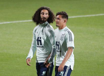 Cucurella y Yeremi Pino, en un entrenamiento en la Ciudad del Fútbol de Las Rozas (Madrid), el 7 de junio.