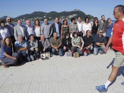 El director del certamen, José Luis Rebordino, junto  a la consejera de Educación, Cristina Uriarte, y varios cineastas y productores