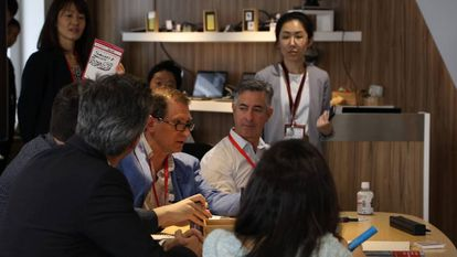 Participantes de la dinámica grupal realizada en uno de los cinco centros existentes de Fujitsu Digital Transformation Center (DGT)