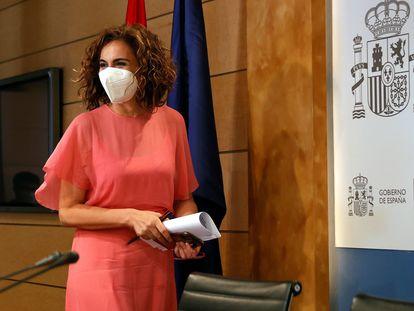 La ministra de Hacienda y Función Pública, María Jesús Montero, atiende a la prensa tras una reunión, el 2 de agosto en Madrid.