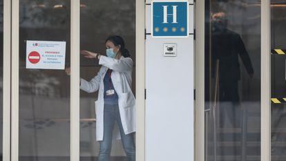 Preparación y llegada de contagiados por el Covid19 al Gran Hotel Colón de Madrid, habilitado como hospital.