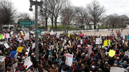 Manifestantes a las puertas de la Casa Blanca este domingo.