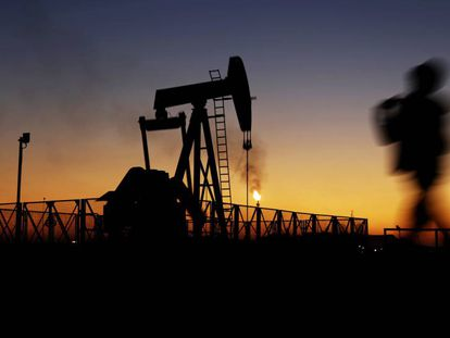Plataforma de extracción de petróleo en Bahrein.