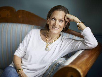 Anne Applebaum, en su casa de Polonia, donde vive parte del año.