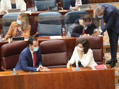 Isabel Díaz Ayuso e Ignacio Aguado, durante una sesión plenaria en la Asamblea de Madrid.