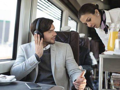 Los auriculares con cancelación de ruido Sony WH-1000XM3 son los mejor valorados en nuestra comparativa.
