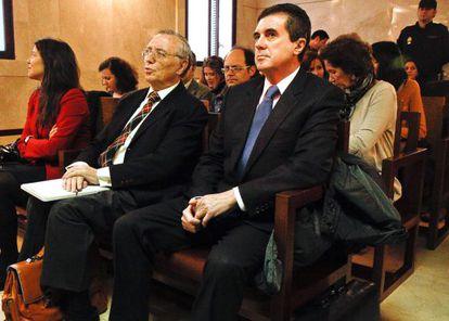 Jaume Matas (derecha), expresidente balear, en el juicio del 'caso Palma Arena'.