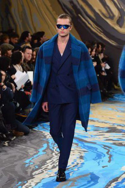 Modelo de Louis Vuitton.