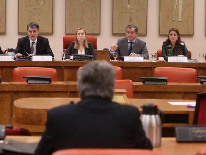 La comisión de nombramientos, durante la comparacencia de De Prada.