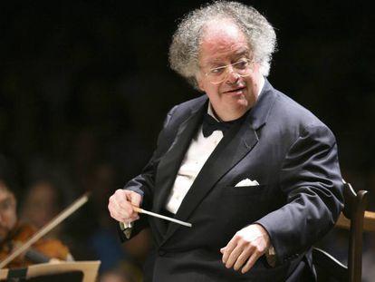 El director artístico James Levine con la sinfónica de Boston