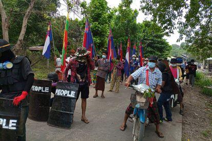 Manifestación contra el golpe militar en Myanmar en el municipio de Three Pagodas, en el este del país.