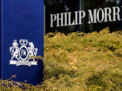 Logotipo de Philip Morris en la sede de PMI en Suiza.