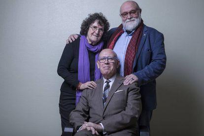 Los mayores LGTB Lorenza Machin y Federico Armenteros (de pie) y Pedro Antonio Berguería (sentado).
