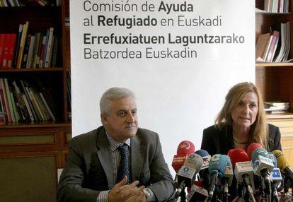 Javier Galparsoro y Patricia Bárcena, presidente y directora de CEAR-Euskadi, respectivamente.