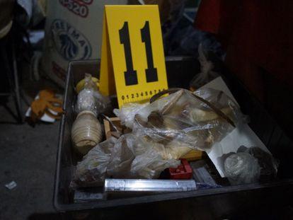 Restos óseos hallados este martes en una vivienda en Atizapán, México.