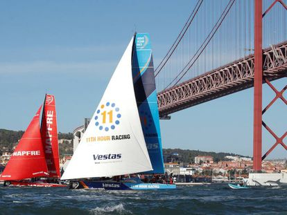 El Mapfre y el Vestas, navegan por Lisboa.