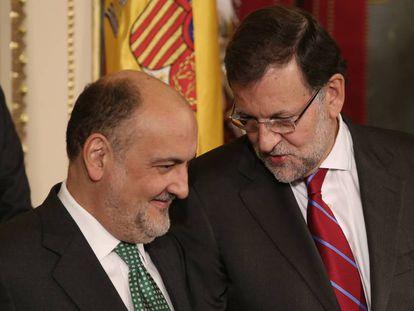 Francisco Pérez de los Cobos y Mariano Rajoy juntos en un acto.