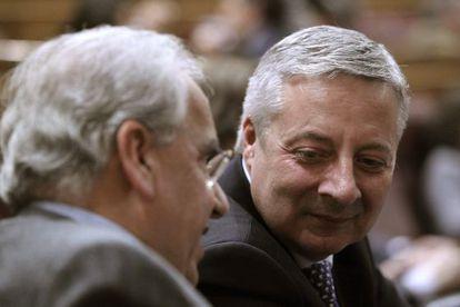 Jose Blanco con Alfonso Guerra en el Congreso.