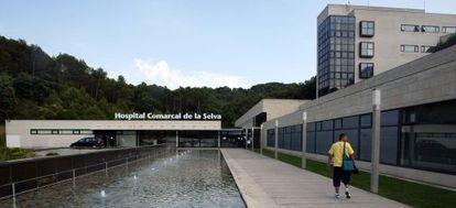 Acceso al hospital comarcal de la Selva, en Blanes.