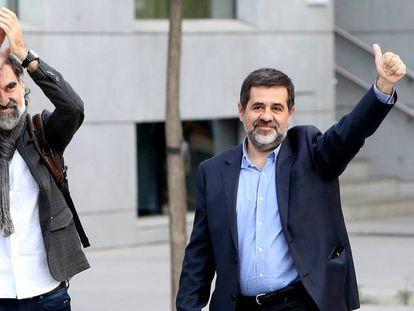 Jordi Cuixart, a la derecha, y Jordi Sànchez, en un acto organizado por Òmnium Cultural el pasado 31 de mayo.