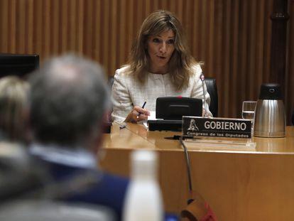 La ministra de Trabajo y Economía Social, Yolanda Díaz, ante la comisión de Trabajo, Inclusión, Seguridad Social y Migraciones en el Congreso de los Diputados, este lunes.