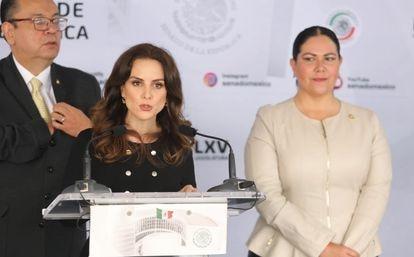 La senadora Nancy de la Sierra Arámburo durante la conferencia de prensa de esta mañana.