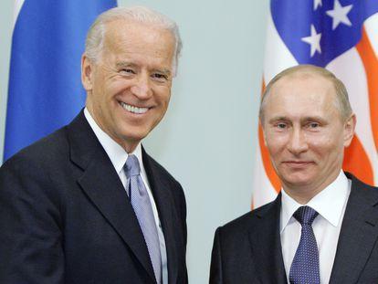 El entonces vicepresidente de EE UU, Joe Biden, y el entonces primer ministro ruso, Vladímir Putin, en Moscú en 2011.