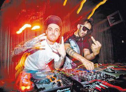 <b>Edgar y Jay, Zombie Kids, quemando el manual de buenas maneras <i>dj</i> en el madrileño Zombie Club; una de las fiestas, junto a Aguacate, Pantera o Montaña Sagrada, que está revitalizando la escena <i>clubber </i>madrileña. </b>