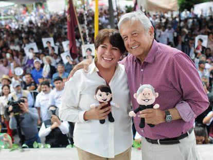 La secretaria de Educación, Delfina Gómez, y Andrés Manuel López Obrador durante un acto en el Estado de México en 2019.