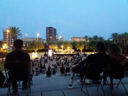 Una imagen de los jardines del TNC durante el concierto del Ensemble de la Orquesta del Liceo.