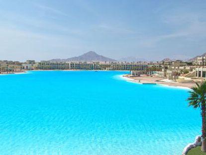 Vista de la laguna artificial de 12,5 hectáreas situada en el complejo turístico de Citystars Sharm El Sheikh.
