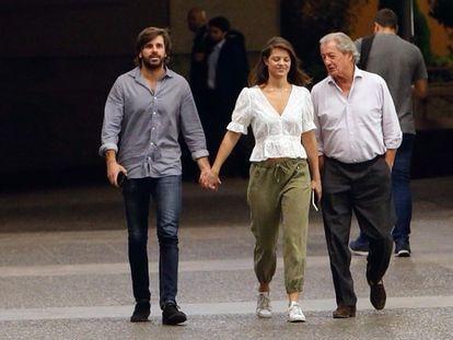 Phillippe Junot, Isabelle Junot y Álvaro Falcó, por las calles de Madrid en 2018.