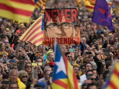 Asistentes al acto de Puigdemont en Perpiñán. Declaraciones de Puigdemont en Perpiñán.