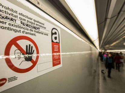 Avisos por la presencia de amianto en el metro de Barcelona.