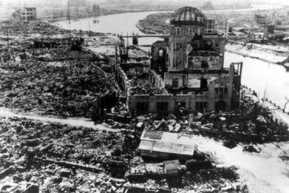 Hiroshima quedó devastada por el impacto de la bomba atómica. Pese a su cercanía del hipocentro, gran parte de la estructura del antiguo Salón Provincial de Exposiciones se mantuvo en pie. Hoy es Patrimonio de la Humanidad.