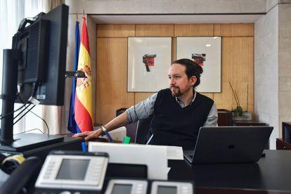 Pablo Iglesias durante la videoconferencia que ha mantenido este jueves con el presidente del Parlamento Europeo, David Sassoli.