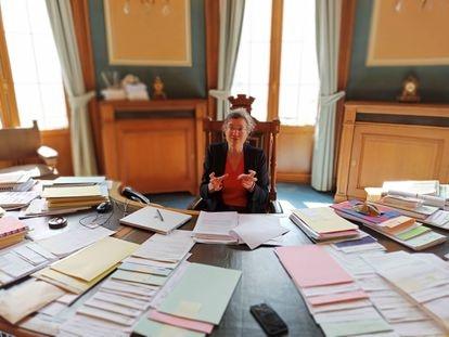 Catherine Moureaux, alcaldesa de Molenbeek, en su despacho el miércoles 5 de mayo.